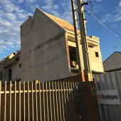 60% de rebocos (interno e externo). Início de madeiramento de telhado. Execução de encanamentos de água fria, quente e esgoto internos.